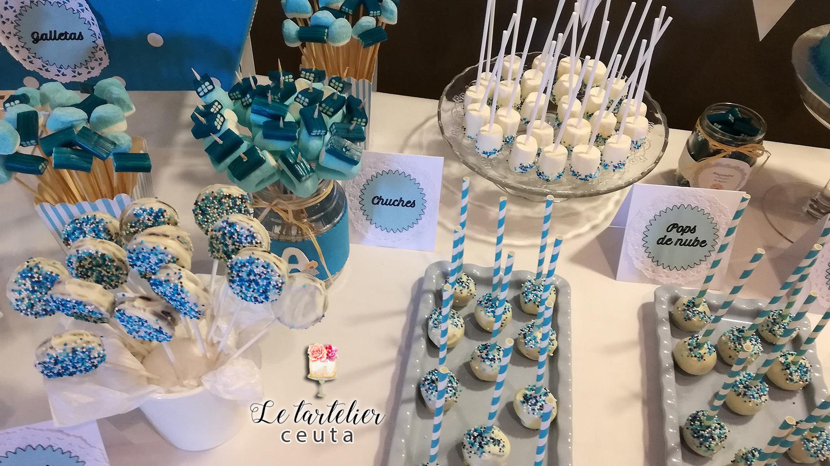 Mesa dulce bautizo alejandro realizada por le tartelier for Backdrop para mesa de dulces
